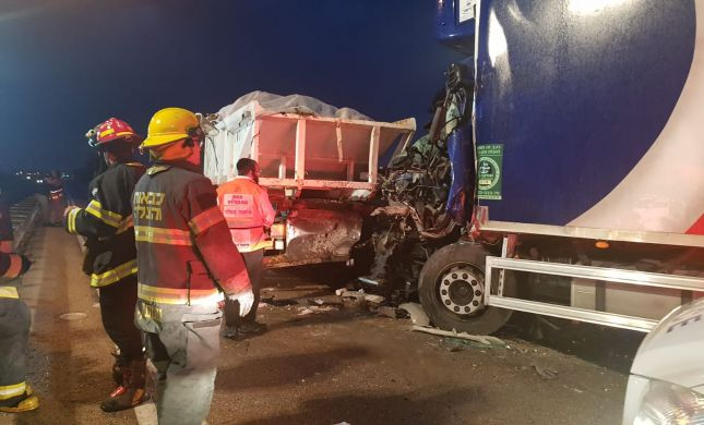 """הרוג ופצועים בתאונה קשה בדרום:""""הרכבים היו מעוכים"""""""