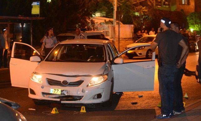 חיסול בחולון: גבר נרצח ברכב, היורים ברחו מהזירה