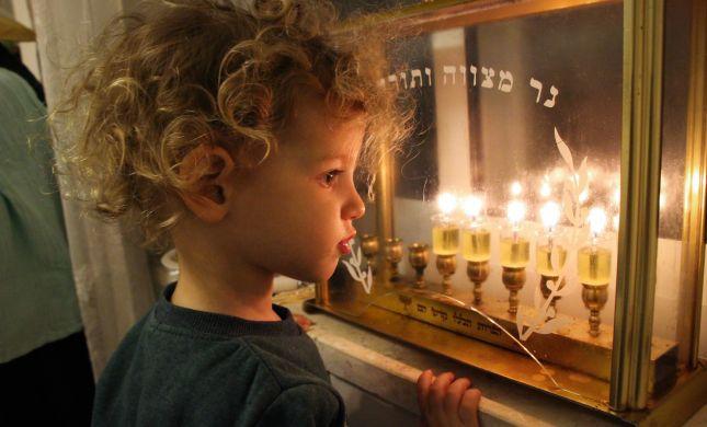 סקר: כמה מהישראלים מדליקים נרות חנוכה?