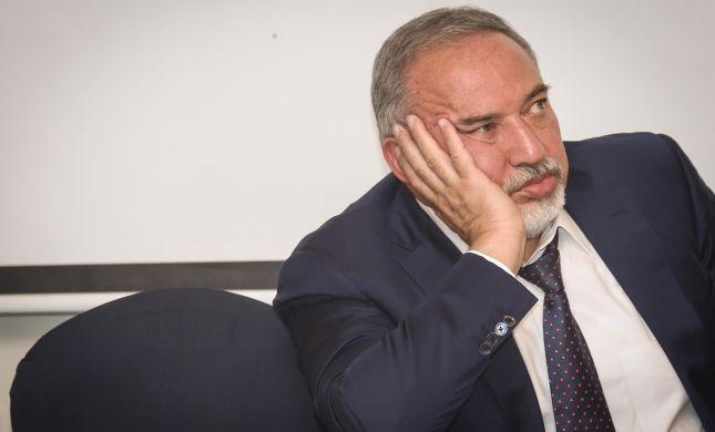 דרמה פוליטית: ליברמן יודיע בצהריים על התפטרות?
