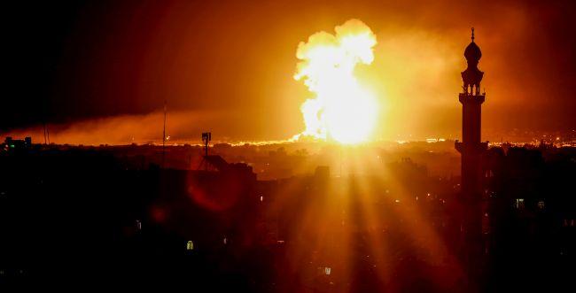 """צה""""ל תקף עשרות מטרות איראניות בסוריה"""