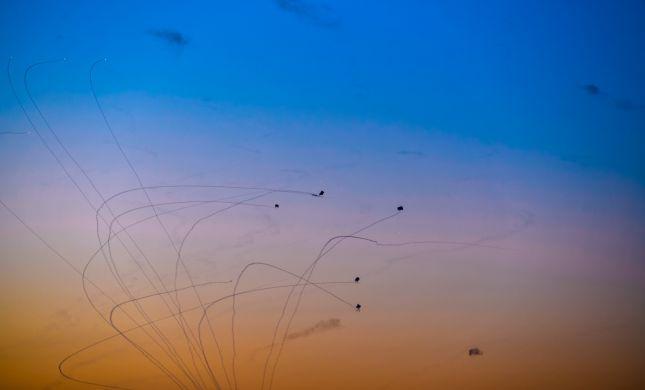 תמונת היום: תיעוד מרהיב של יירוט רקטה בשקיעה