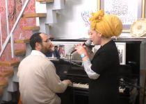 כמו בימים הטובים: אהרן וריקה רזאל בדואט• צפו