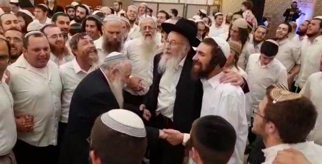 חתונת הנכדים: צפו בריקוד של הרב דרוקמן והרב טאו