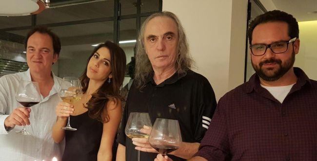חצי שנה מהאשפוז: צביקה פיק עם ביתו ובעלה טרנטינו
