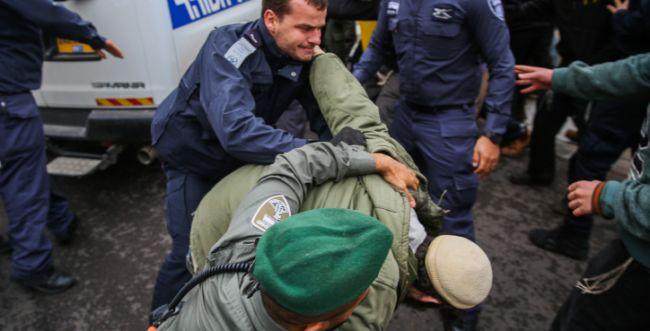 """עימותים בהפגנה למען הנערים שעצר השב""""כ"""