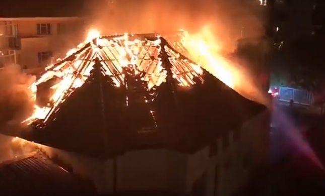 בית הכנסת בדרום אפריקה עלה באש, ספרי תורה נשרפו