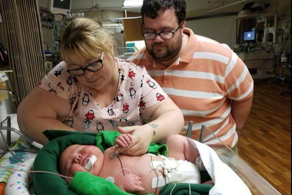 """העיקר הבריאות: תינוק ענק נולד במשקל 7 ק""""ג"""