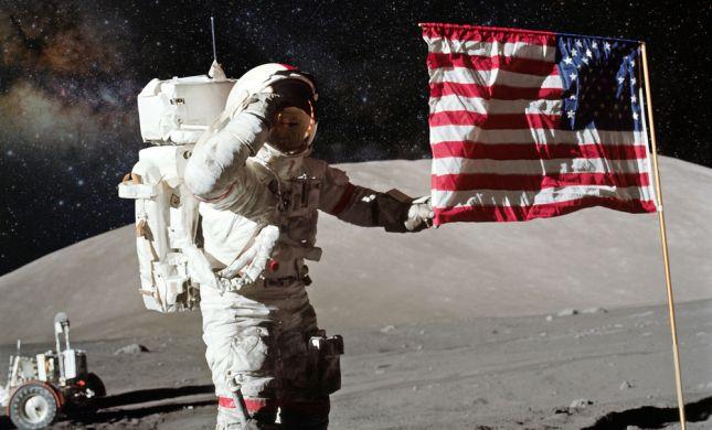 """כוכב ה-NBA מפקפק שנחתו על הירח, נאס""""א הזמינו אותו לסיור"""
