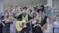 ויראלי מרגש: ילדים מעזה,ישראל ועיראק התאחדו לשיר אחד