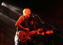 מזעזע: הזמר הישראלי הותקף באכזריות על ידי כלב