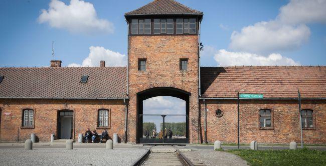 צפו בשידור חי: עדות ניצול השואה יוסף קליינמן