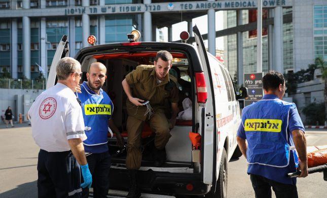 חולון: בן 60 נפל ממרפסת בקומה שנייה; מצבו קשה