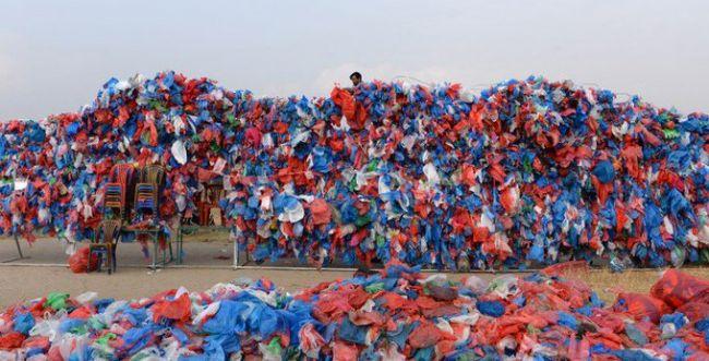 שיא עולם בנפאל: ים המלח ממאה אלף שקיות ניילון