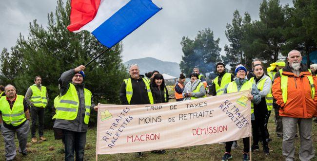 צרפת בוערת: הממשלה תכריז על מצב חירום