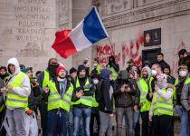 למרות כניעת מקרון: צרפת נערכת להפגנות נוספות