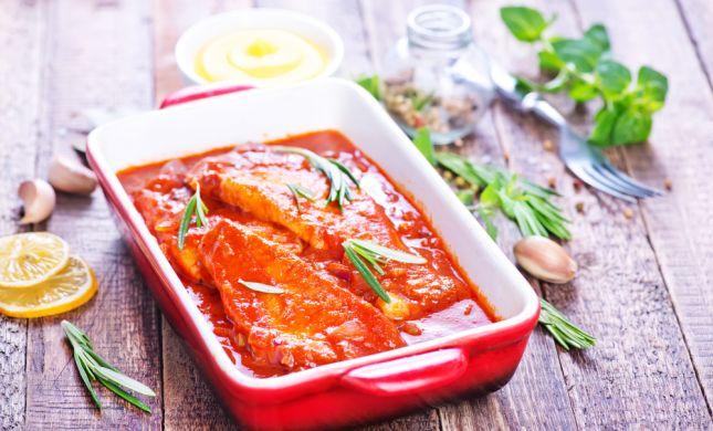 סורגים שבת: מתכון לדג ברוטב עגבניות עשיר