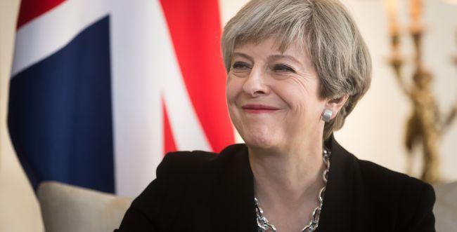 ניצחון בבריטניה: תרזה מיי שרדה את הצבעת האי אמון