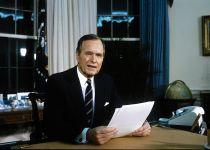 """צפו: ארה""""ב נפרדת מהנשיא לשעבר ג'ורג בוש האב"""