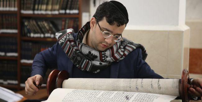 המומים וכואבים: תיעוד חילול בית הכנסת בירושלים