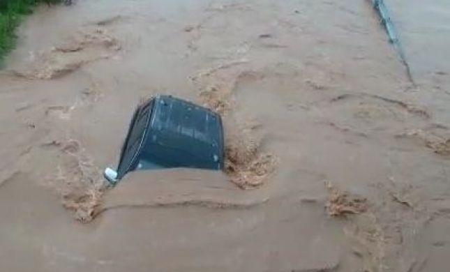 תיעוד: חילוץ הנוסעים שנלכדו בג'יפ בנחל חילזון