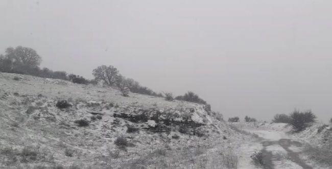 מרהיב • שלג, ברד וזרימות אדירות בנחלים: צפו בתיעוד