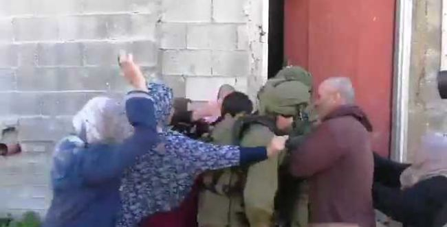 """מביש: לוחמי צה""""ל חוטפים מכות מפלסטיניות"""