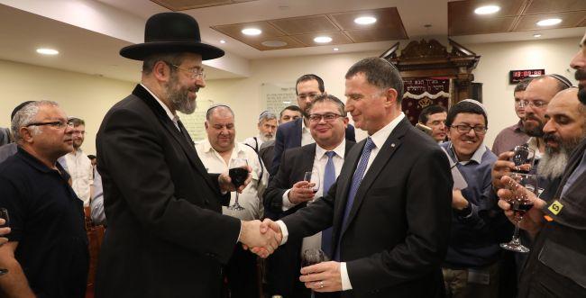 הרב הראשי קבע את מזוזת הכנסת הראשונה