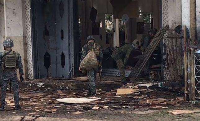 פצצות בכנסייה בפיליפינים: 27 הרוגים, עשרות פצועים