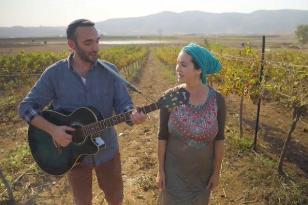 """לכבוד ט""""ו בשבט: יונינה שרים לאה גולדברג• צפו"""