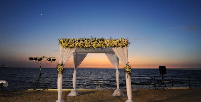 """שו""""ת חתונה: האם חילוני יכול לברך בשבע ברכות?"""