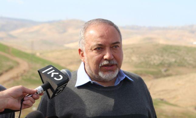 """ליברמן: """"תושבי חאן אל-אחמר רוצים להתפנות"""""""