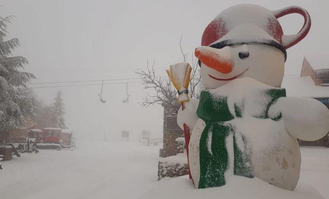 מרהיב: שלג מכסה את החרמון • צפו בתיעוד