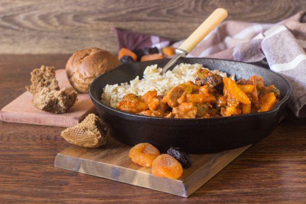 סורגים שבת: מתכון לתבשיל בשר עם פירות יבשים