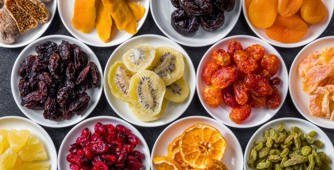 אילו פירות יבשים הם סכנה לילדים? המדריך המלא