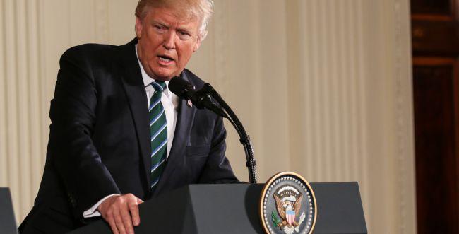 """סקר בארה""""ב: כמה תומכים בהקמת חומה בגבול?"""