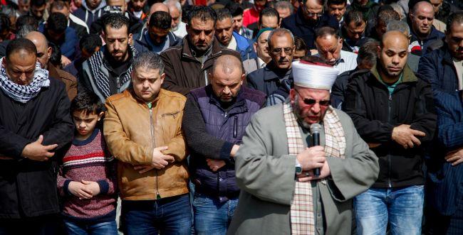 עימות בהר הבית: ערבים פרצו לרחבת שער הרחמים