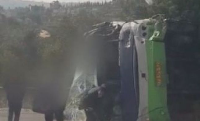 צפו: רגע אחרי התאונה- הפצועים נמלטים מהחלון