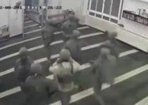 """תיעוד מהמסגד: כוח ימ""""מ במרדף אחרי המחבל. צפו"""