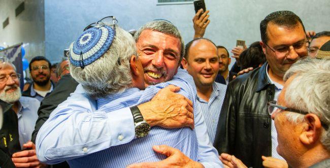 פעילי הבית היהודי מתייצבים מאחורי הרב פרץ