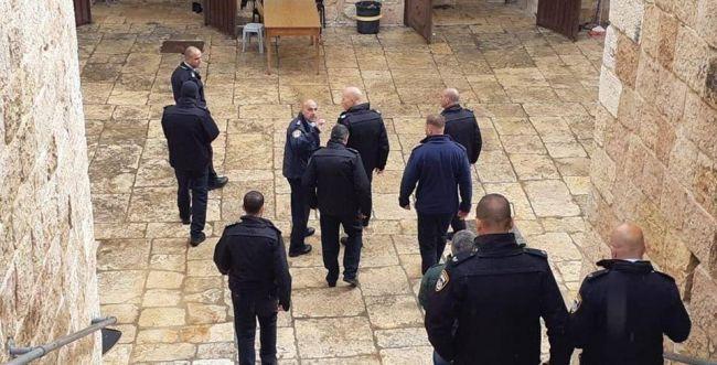 המהומות בהר הבית: המשטרה נערכת לפינוי?