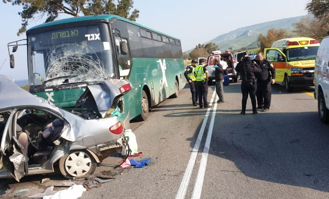 הרוגה ושבעה פצועים בהתנגשות בין רכב ואוטובוס