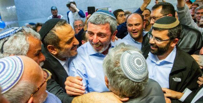 סקר: גנץ בשיא של מנדטים; הבית היהודי עובר
