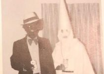 """סערה בארה""""ב: התצלום הגזעני של מושל וירג'יניה"""