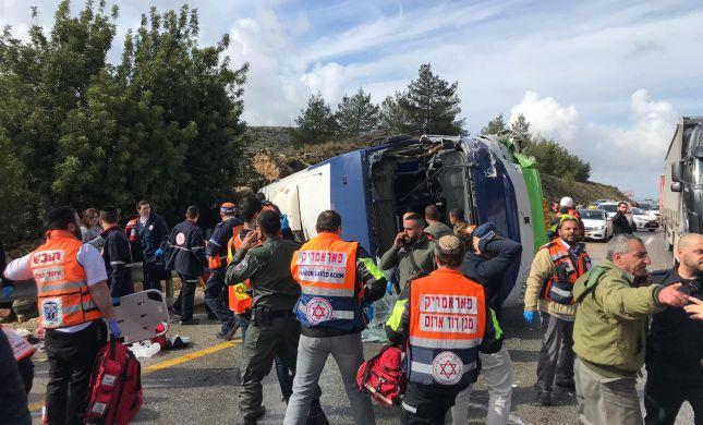 שני הרוגים ועשרות פצועים בהתהפכות האוטובוס