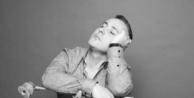 צפו: יניב בן משיח בשיתוף פעולה עם הזמר היווני