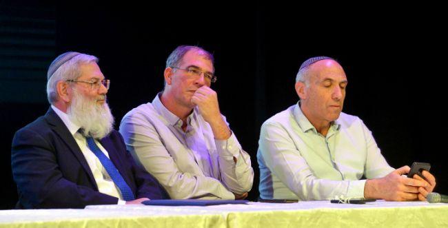 סקר: הבית היהודי מתחזק; העבודה עם 5 מנדטים בלבד