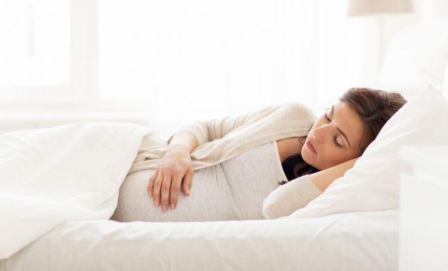 מחקר חדש: איך השינה משפיעה על נשים בהריון?
