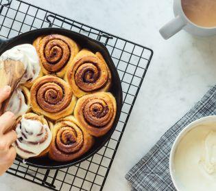אוכל, מתכונים חלביים קינמון ושושנים: מצאנו את הפתרון הכי מדליק לשבת