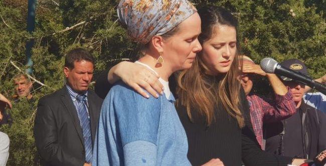 """אלמנת הרב אטינגר בעתירה לבג""""ץ: הרס חנויות בזירת הפיגוע"""